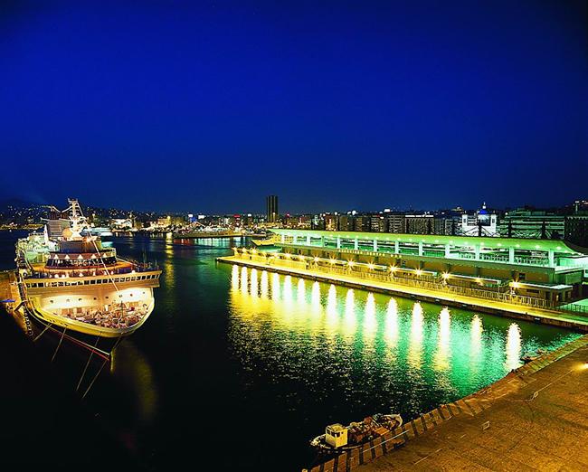 http://olp.gr/images/gallery/cruises_port_night.jpg